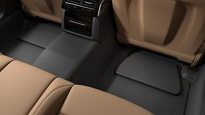 Floor mats in front and rear, with wedge in rear