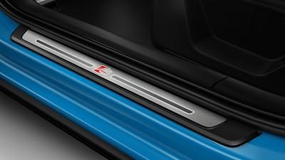Aluminium-Einstiegleisten mit Raute und S-Emblem, beleuchtet