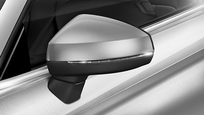 Exterior mirrors with heating, folding, auto-dimming and kerb side function on the passengers side