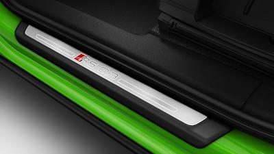 Einstiegleisten mit Aluminiumeinlage und beleuchtetem RS Q3-Schriftzug vorn