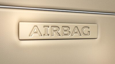 Front airbagsystem med hodeairbag