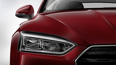 LED headlamps with dynamic turn signal in rear