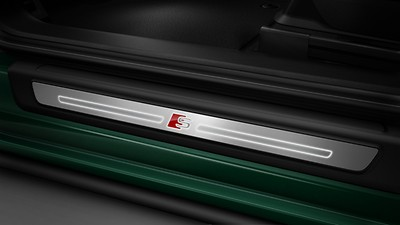 Illuminated door sill trims with aluminium inlays and S emblem