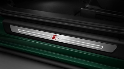 Door sill trims - illuminated with S logo