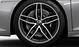 Aluminium-Schmiederäder im 5-Doppelspeichen-Design, Titanoptik matt, glanzgedreht, Größe 8,5 J × 19 vorn, 11 J × 19 hinten, mit Reifen 245/35 R 19 vorn und 295/35 R 19 hinten