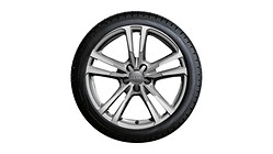 Complete winter wheel in 5-parallel-spoke design, brilliant silver, 7.5 J x 18, 225/40 R18 92V XL, left