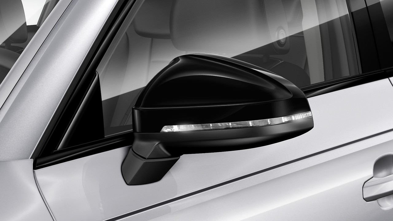 Door mirror housings in gloss black