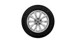 Complete winter wheel in 10-spoke design, brilliant silver, 7 J x 17, 235/65 R17 104H, right