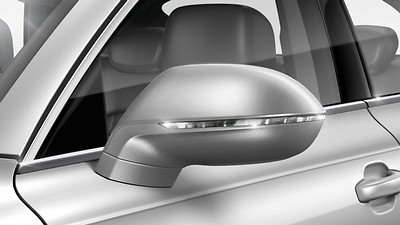 Electrically adjustable, heated and folding exterior mirrors, automatically dimming on both sides, with memory function, including automatic kerb-side function for the exterior mirror on the passenger side