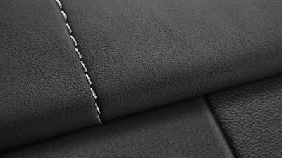 Coloured stitching for fine Nappa full leather equipment