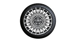 Complete winter wheel in multi-spoke star design, brilliant silver, 8 J x 18, 225/40 R18 92V XL, left