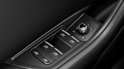 電動折疊、可加熱、電動調節、與車身同色帶LED轉向燈的外后視鏡