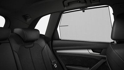 Manual sunshade for the rear door windows