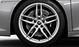 Aluminium-Schmiederäder im 5-Doppelspeichen-Design, Größe 8,5 J × 19 vorn, 11 J × 19 hinten, mit Reifen 245/35 R 19 vorn und 295/35 R 19 hinten