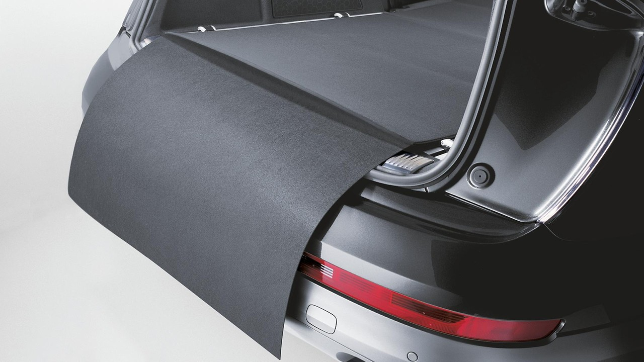 Reversible mat with bumper protection, black