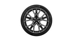 Sommerkomplettrad im 5-V-Speichen-Stern-Design mit Audi Sport-Schriftzug, anthrazitschwarz, glanzgedreht, 10 J x 22, 285/40 R 22 110Y XL