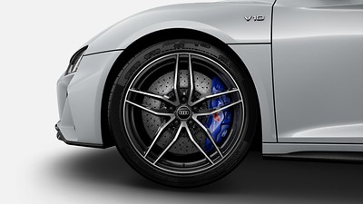 Ceramic brakes with brake calipers in Glossy Blue